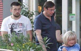 """Александр Луценко с родителями. Фото """"Вести"""""""