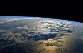 Фото НАСА показывают поражающие восприятие погодные явления