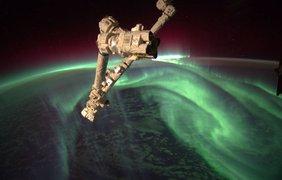 Фото НАСА показывают также человеческую деятельность на орбите Земли