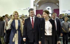 Порошенко надеется, что найдет время почитать книги. Фото пресс-служба президента