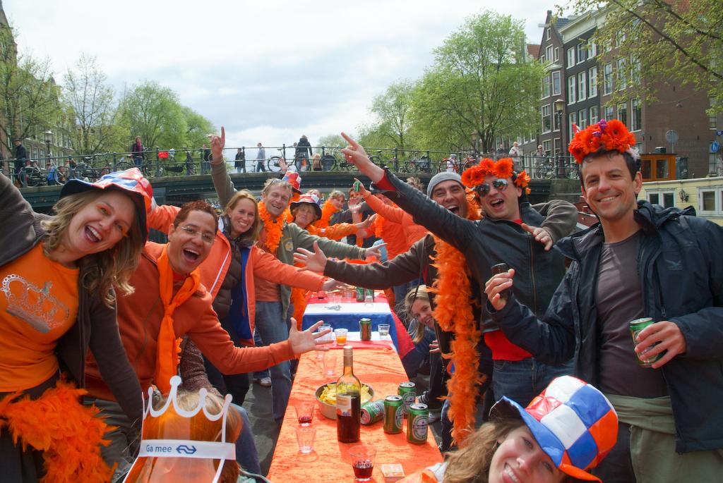 Картинки по запросу Как в Нидерландах отпраздновали День Короля