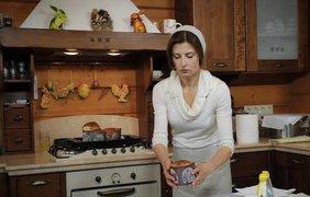 Марина Порошенко печет куличи в Чистый Четверг. фото - Facebook @Петро Порошенко