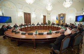 Порошенко удостоил государственных наград ветеранов украинского футбола. Фото АП