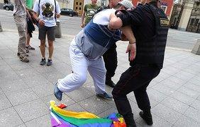 Православные активисты начали избивать геев