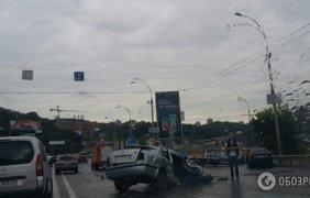 Столкнулись сразу три автомобиля.