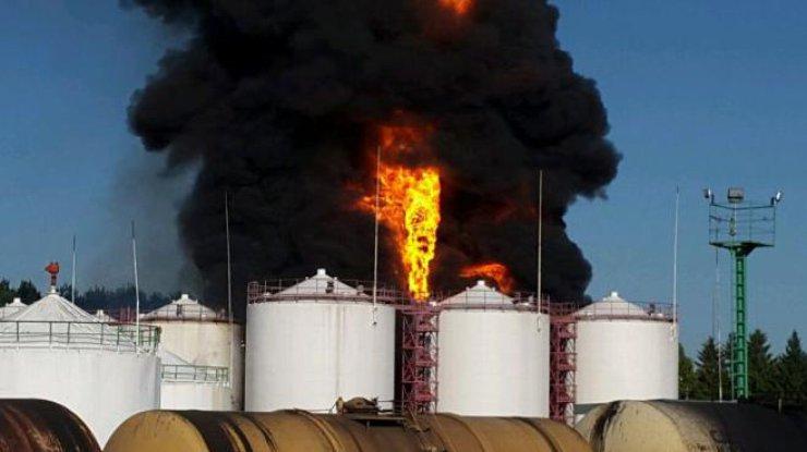 Горит нефтебаза. Фото oilnews.com.ua
