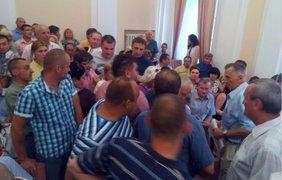 Массовая драка в горсовете Полтавы. Фото poltava.to