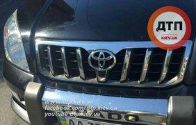 Водитель Toyota Prado избил битой велосипедиста