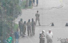 Под заводом в Харькове мужчины в балаклавах. Фото @JuMistress