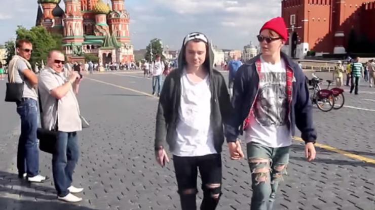 видео гей на улице