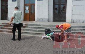 Депутаты проходили мимо, не змечая кучи с мусором