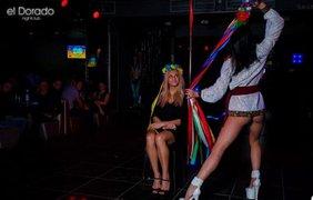 Публичный секс в стриптиз клубе