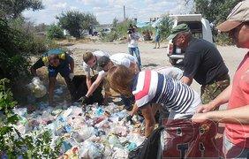 Во время рейда по пляжу на Верховой активисты обнаружили стихийную свалку