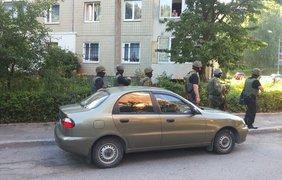 Жителей многоэтажки эвакуируют. Фото vk.com/govarta1