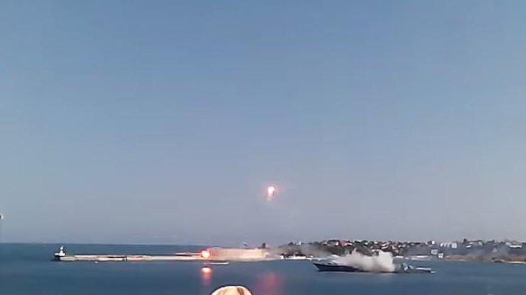 Ракета российского корабля развалилась на глазах у удивленной публики.