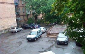 Понедельник в Киеве начался с проливного холодного дождя