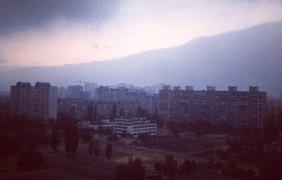 Утро понедельника в Киеве выдалось дождливым. Фото Виктории Женжировой