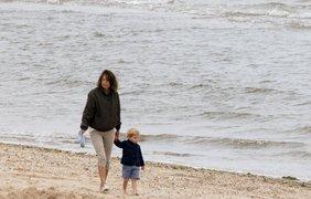 Принц Джордж и его бабушка Кэрол Миддлтон. Фото Popsugar