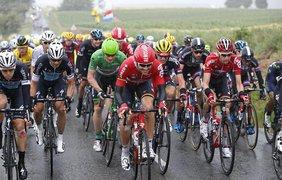 Участники самой престижной велогонки мира Le Tour de France преодолевают пятый этап гонки
