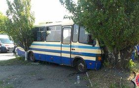 """Автобус выехал на """"встречку""""."""