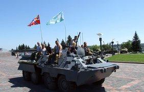 В Донецке ВДВшники устроили стрельбу на пустых улицах.