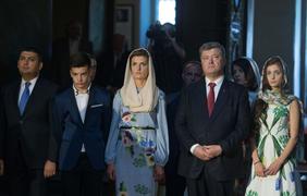 Марина Порошенко с дочерьми надели платья с укропом. Фото president.gov.ua