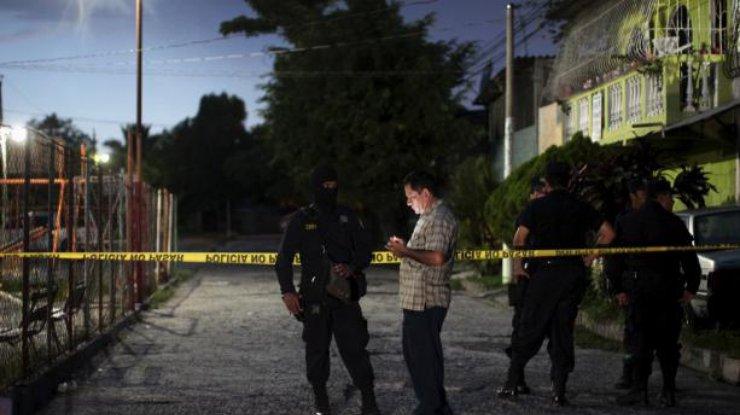 Интервью сумирающим вСальвадоре мужчиной было показано впрямом эфире