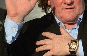 """Актер Жерар Депардье на презентации своей коллекции часов """"Горжусь быть русским"""". Цена таких часов начинается от 651 тысячи гривен"""