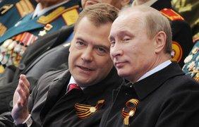 Премьер-министр России Дмитрий Медведев со своими часами за 32 тысяч долларов