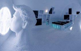 Туристы со всего мира съезжаются в ледяной отель Швеции