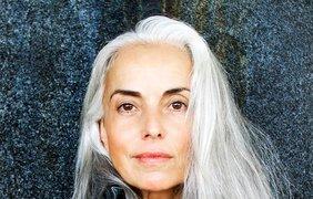 Успешная 59-летняя модель выглядит как студентка. Фото yasminarossi.com