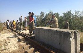 Активисты заблокировали железную дорогу в Крым. Facebook/Айдер Муждабаев