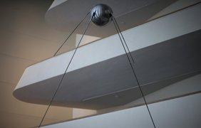 Реплика советского спутника в вестибюле