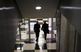 Дипломаты в здании Секретариата