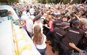 Жители российского города Шахты подрались из-за торта. Фото Kvu.su