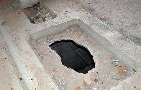 В недострое много дырок в полу