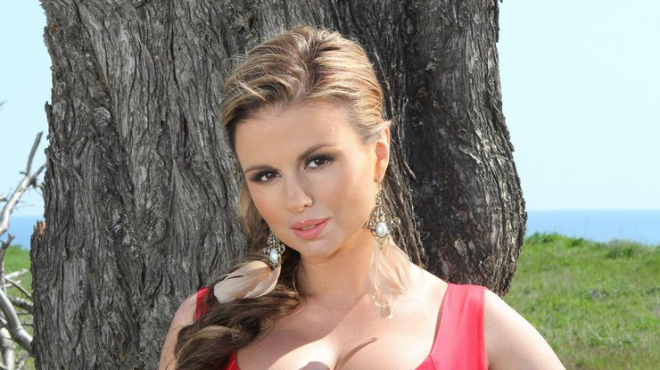 Певица Анна Семенович резко располнела