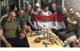 Посиделки российских солдат с жителями Сирии
