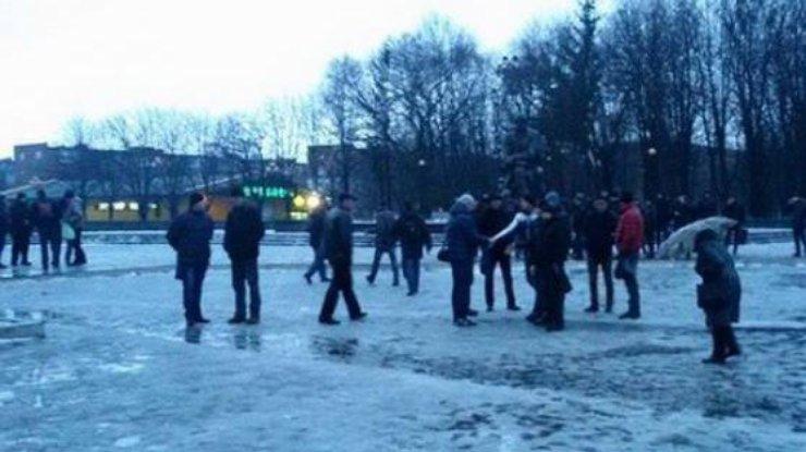 Рава-Русская: Протестующие перекрыли дорогу Львов