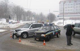 В Сумах машина полиции столкнулась с внедорожником