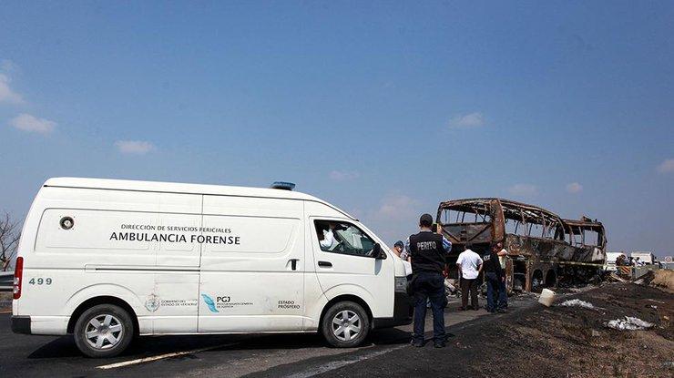 ВМексике 13 человек погибли вДТП