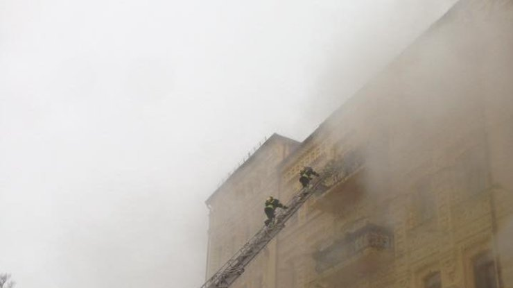 ВКиеве наАндреевском спуске вспыхнуло старинное сооружение