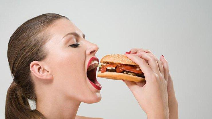 Медсотрудники поведали, чем опасна привычка быстро есть