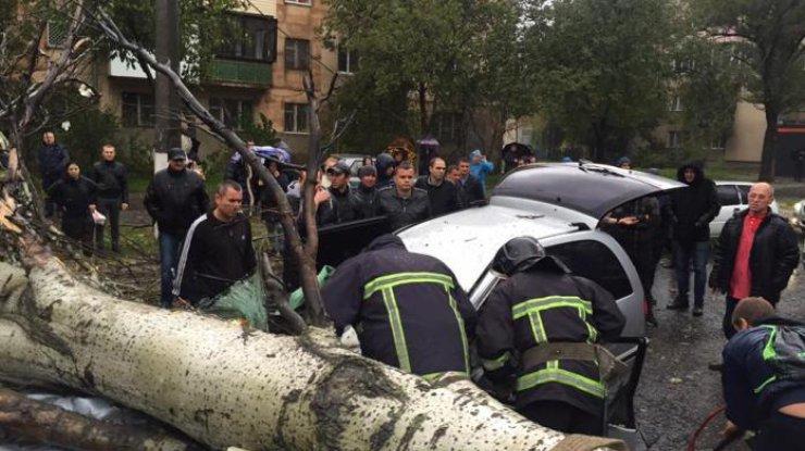 Из-за шторма вОдессе погибла женщина, три человека пострадали