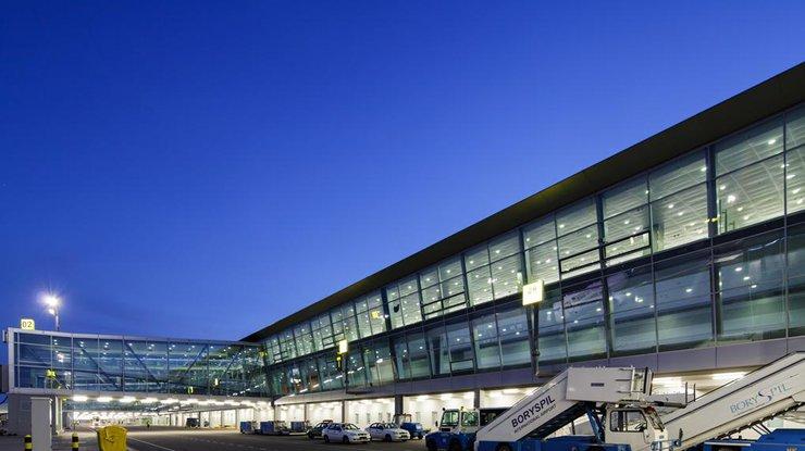 Гройсман обещает выдавать заграничным туристам ваэропортах визы круглые сутки