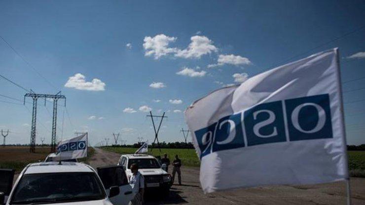 Наблюдатели ОБСЕ попали под обстрел вЗолотом