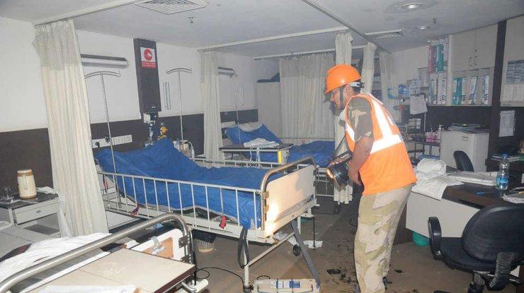 Впожаре  в клинике  Индии сгорели неменее  20 человек