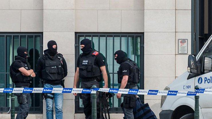 Вооруженный мужчина захватил 15 заложников всупермаркете— Брюссель впанике