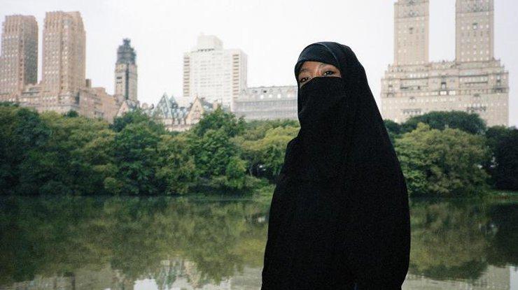 Гражданин ОАЭ развелся с супругой, увидев еебез макияжа
