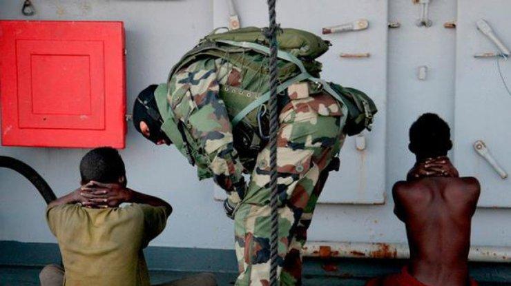 Сомалийские пираты освободили 26 азиатских моряков после 4 лет плена